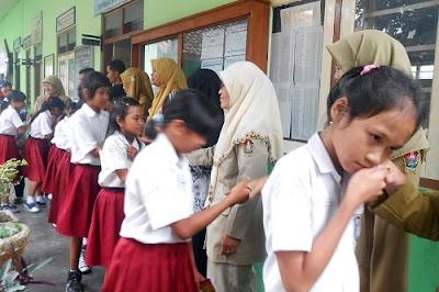 Kemajuan sebuah bangsa salah satunya ditentukan oleh kemampuan guru