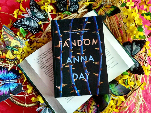 """Pragnę znaleźć się w świecie ukochanej książki, czyli recenzja powieści pt.""""Fandom"""" Anny Day"""