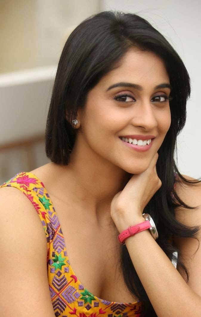Regina Cassandra At Pilla Nuvvu Leni Jeevitham Press Meet Pics