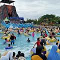 Keseruan Wisata Ombak di Waterpark Galuh Mas