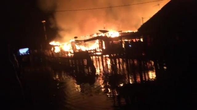 Tujuh Rumah Ludes Terbakar