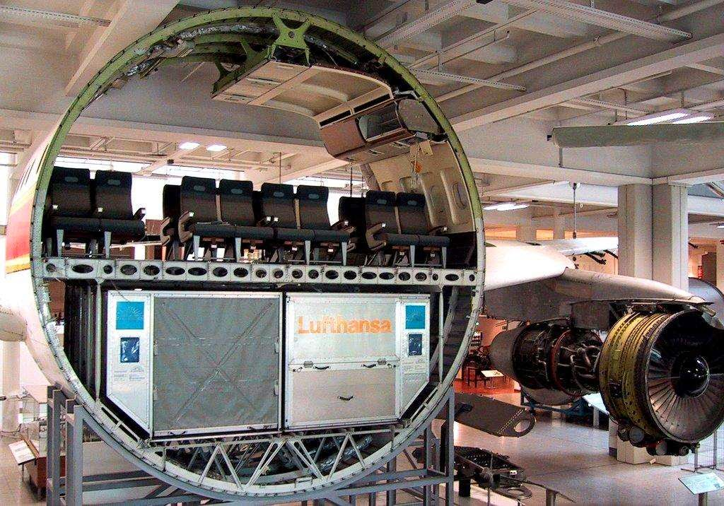 46 Unbelievable Photos That Will Shock You - Cross Section of a Commercial Airplane