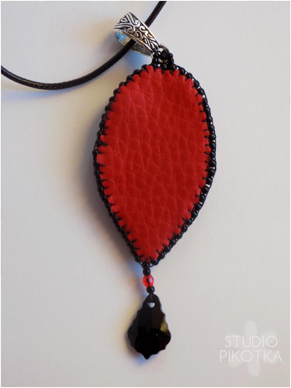 haft koralikowy, kaboszon, wisior, rękodzieło, handmade, biżuteria, koraliki toho, koraliki fire polish, swarovski,