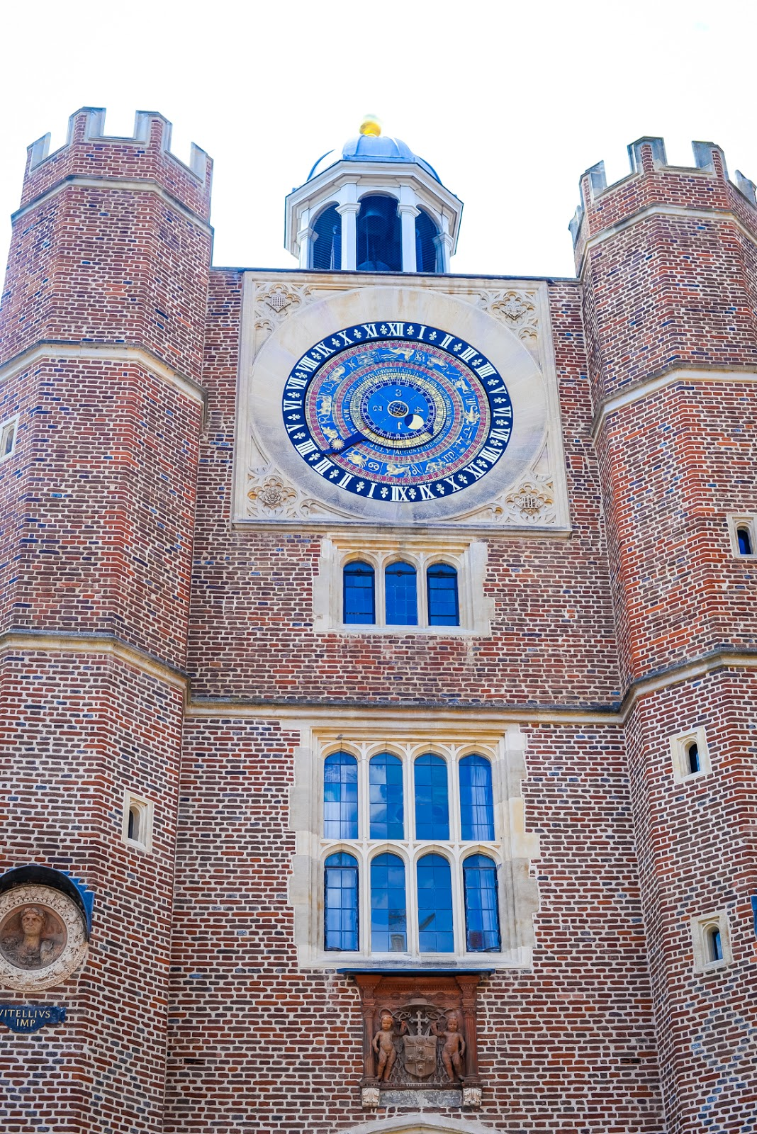 Tudor astronomical clock hampton court palace