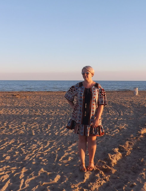 Afryka we Włoszech - jak nosić sukienkę z falbaną?