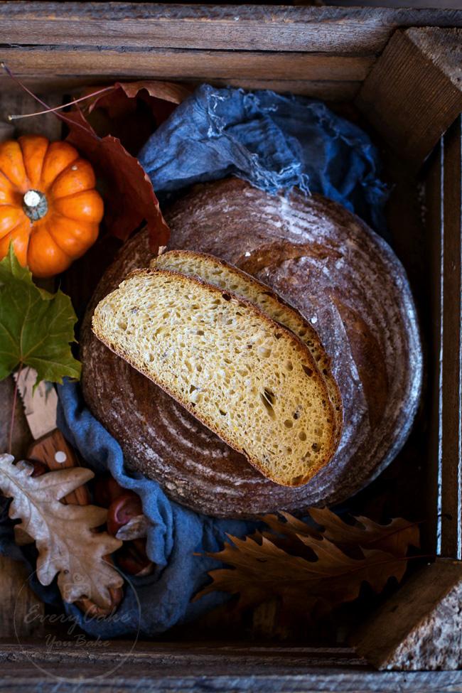 chleb dyniowy na zakwasie pszenno-żytni