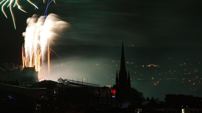 Wallpaper: World: Fireworks over Edinburgh