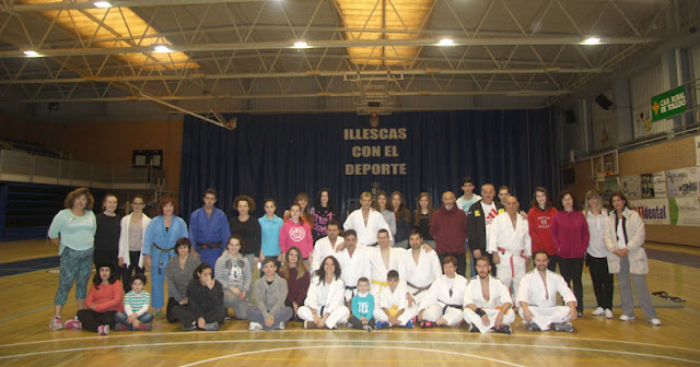 participantes en el curso de defensa personal