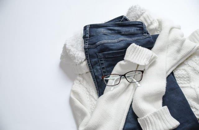 Memberikan baju, terdengar kuno, tapi akan sangat menyenangkan bisa memakai pakaian dari sahabat