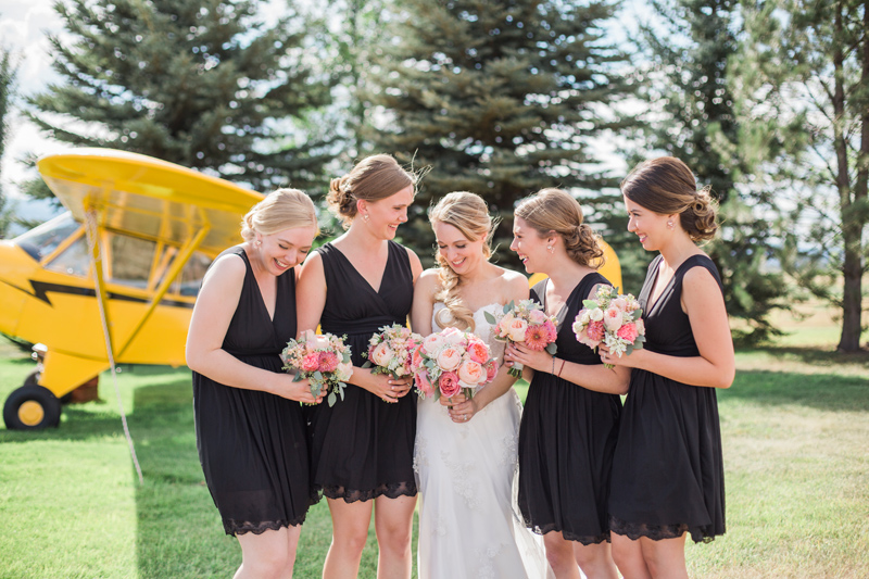 Bridesmaids / Photography: Mackenzie Keough / Florist: Mums Flowers