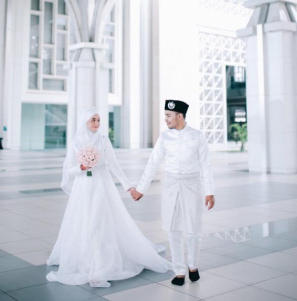 Netizen Cemuh Remaja 17 Tahun Bernikah Pada Usia Muda