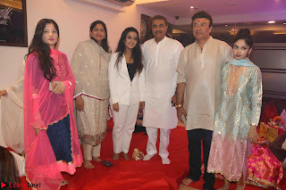 Sachin Tendulkar with his wife at Mata ka Jagrata hosted by Anu Malik 40.JPG