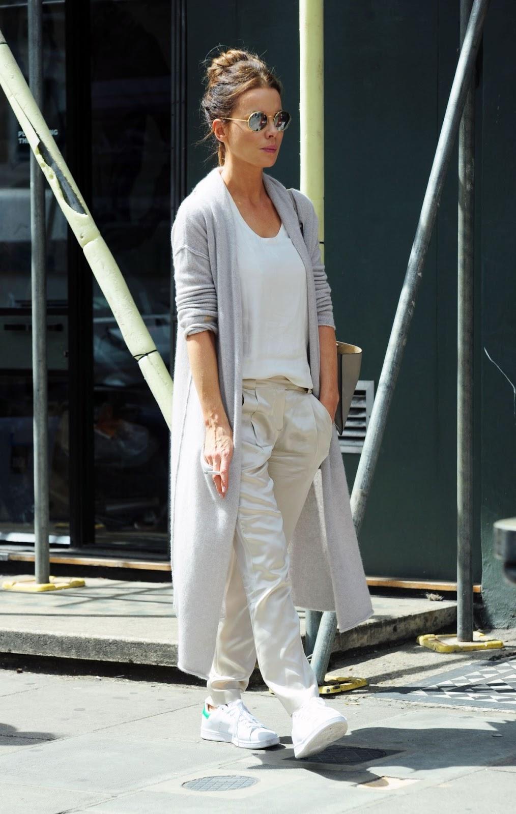 Kate Beckinsale Smoking during Shopping at Notting Hill in London