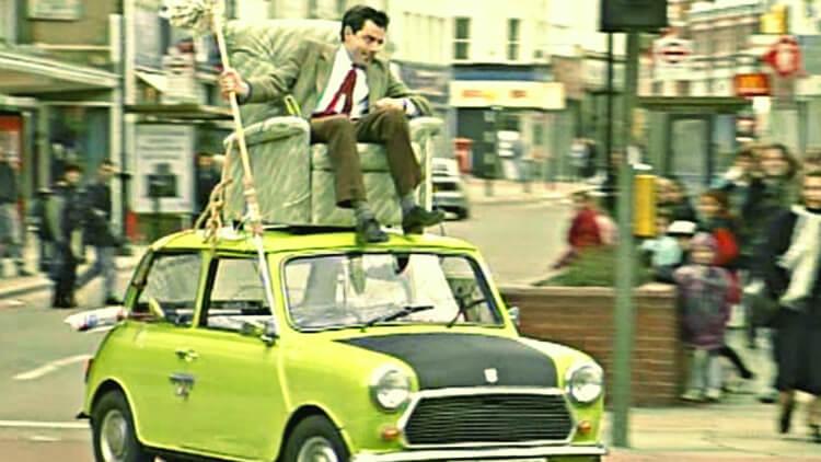 Mr Bean dirigindo seu carro