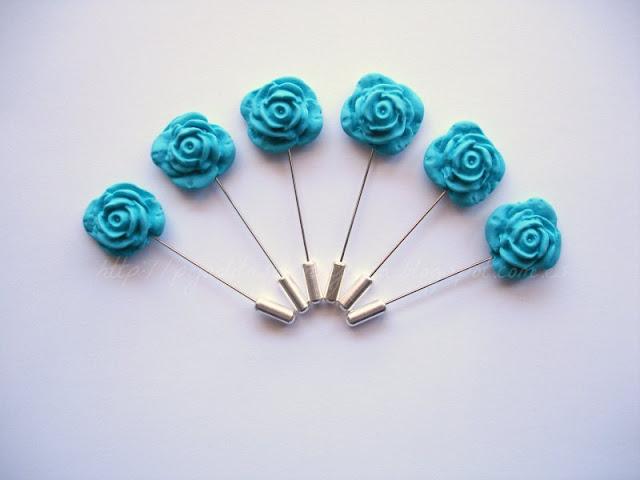 Regala alfileres de boda de rosas a tus invitadas