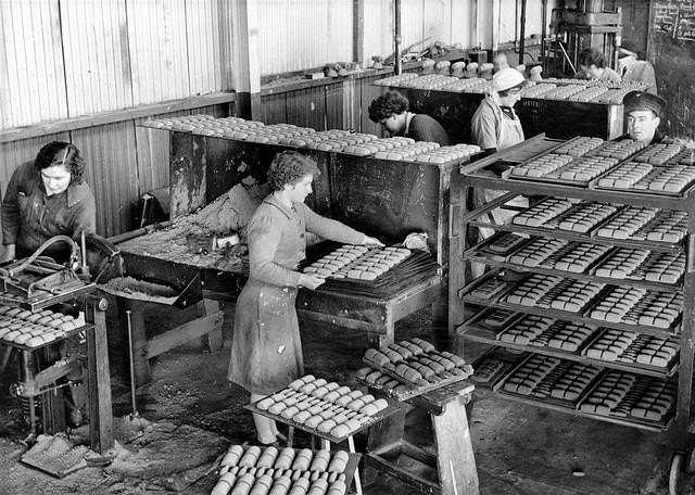 Pictures of South Australian Women Working in a Munitions ...