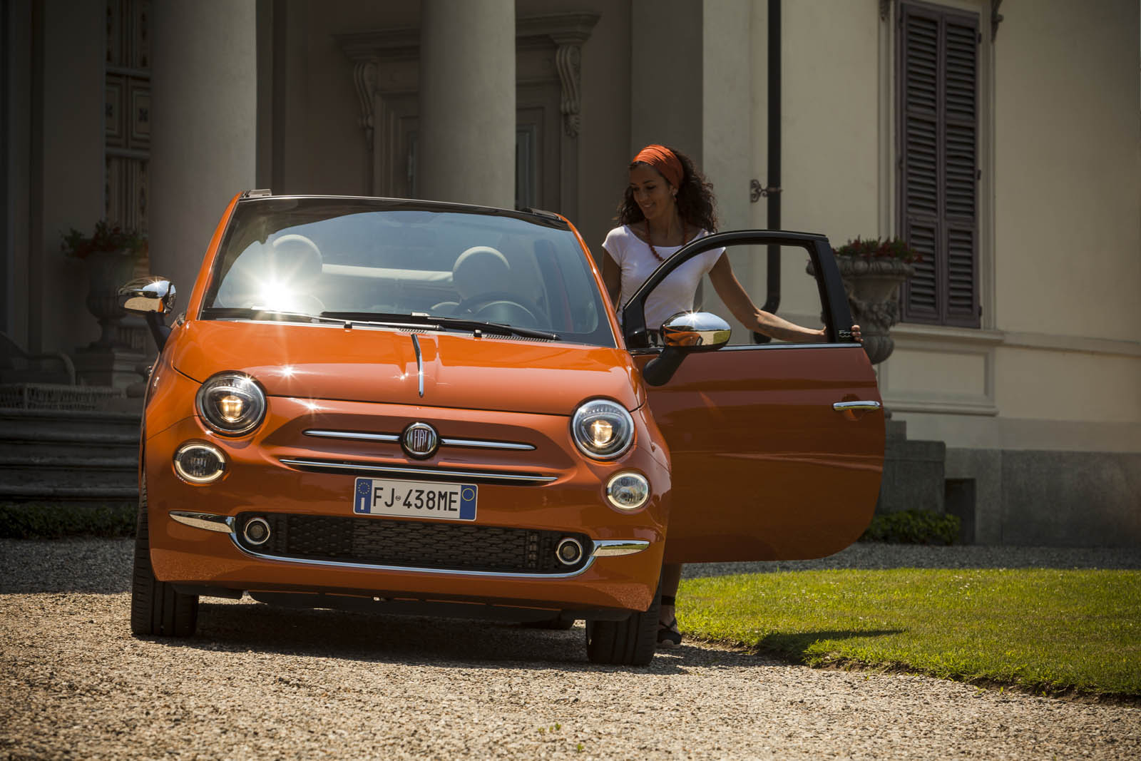 fiat 500 anniversario edition blows out some cheaper candles w video carscoops. Black Bedroom Furniture Sets. Home Design Ideas