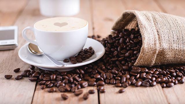 Una mujer china se rompe tres costillas durante un ataque de tos porque tomaba 10 tazas de café al día