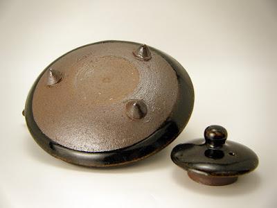 黒茶家の底部と蓋