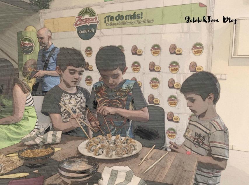 cocinar-con-niños-kiwi-amarillo-bochetas-uramaki
