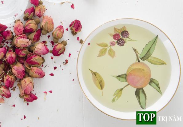 """DIY: Cách làm tinh dầu hoa hồng chống lão hóa da """"cực dễ"""""""