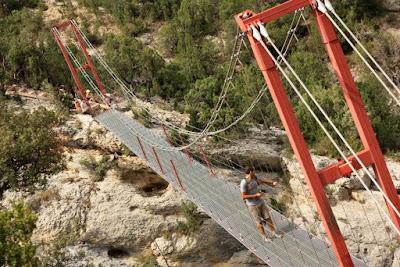 Puente colgante sobre el rio Noguera Pallaresa