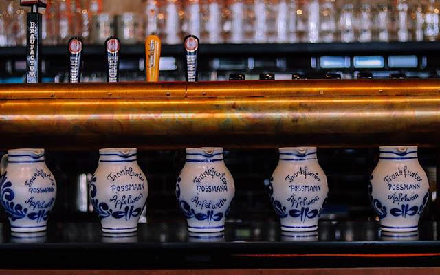 Bar e restaurante Gasthaus zum Eisernen Steg em Frankfurt
