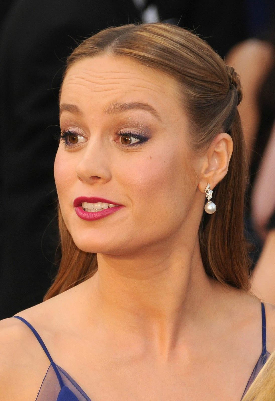 HQ Hot & Sexy Wallpapers of Marvel Comics Actress Brie Larson at 88th Annual Academy Awards in Hollywood