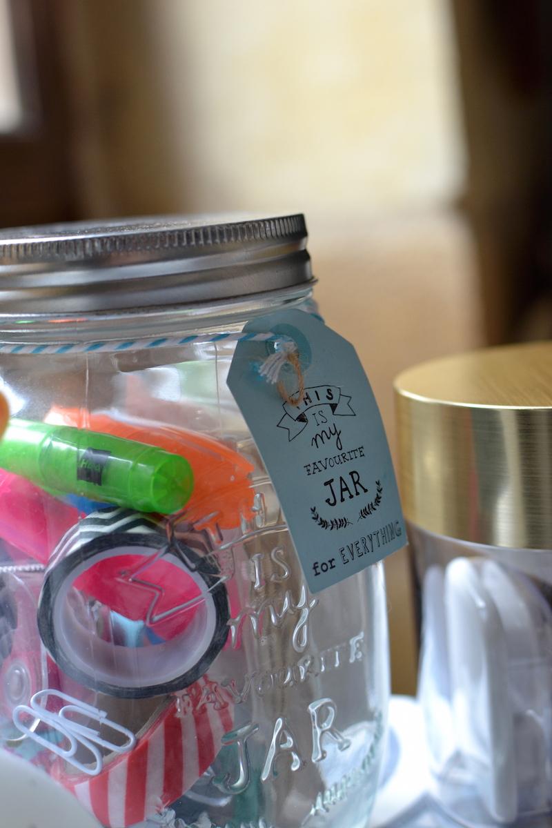 Pot en verre et mini surligneurs - Hema