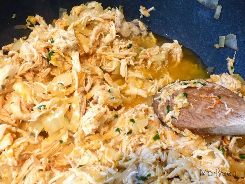 Ajoutez l'eau de cuisson du poulet.