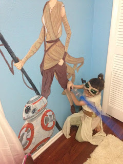 http://nerdist.com/mom-surprised-young-daughter-with-a-rey-mural-and-everything-that-followed-is-wonderful/