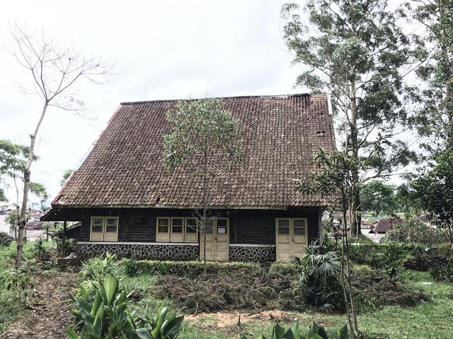 rumah ibu di desa kertamanah
