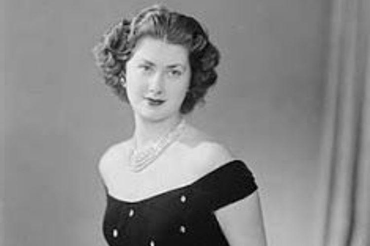 Hanzade Sultan, Avrupa sosyetesinin en güzel kadını olarak kabul edilirdi.