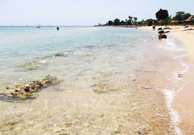 keindahan pantai siring kemuning