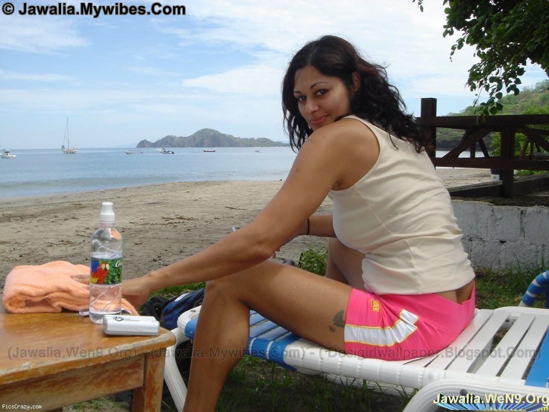 Girls Secret: Girls on Goa Beach