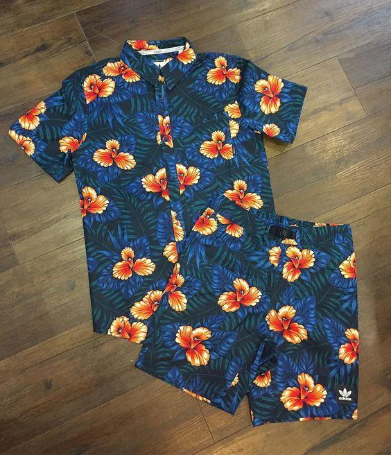 Look Masculino com Cojunto Camisa Estampada e Short Bermuda Estampada Adidas