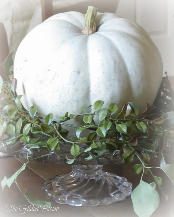 A simple pumpkin centerpiece the gilded bloom for Simple pumpkin centerpieces