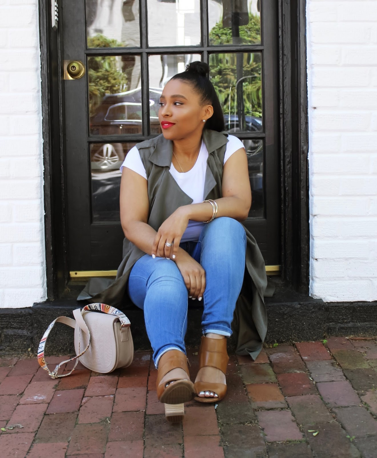 Fun Things To Do & See In Georgetown, walking in georgetown, top knot, red lipstick, dc bloggers, summer outfits