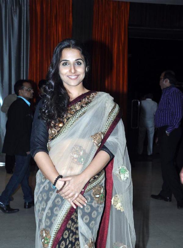 Vidya Balan Navel Show Photos In White Saree