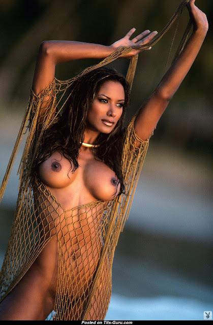 Tracy Bingham nipples