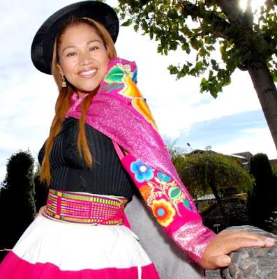Foto de Sonia Morales con traje de Huancayo