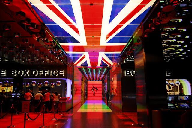 Como é o palco do show Love Beatles em Las Vegas