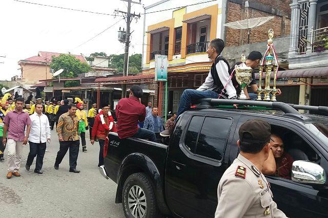 Bawa Pulang Piala Presiden Tim Marching Band Gita Handayani Show Di Tapak Tuan