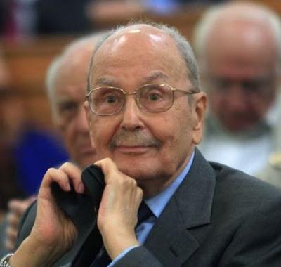 Έφυγε από την ζωή χθες το βράδυ ο πρώην Πρόεδρος της Ελληνικής Δημοκρατίας Κωστής Στεφανόπουλος σε ηλικία 90 ετών.