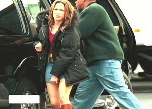 Jennifer lopez showing her pussy