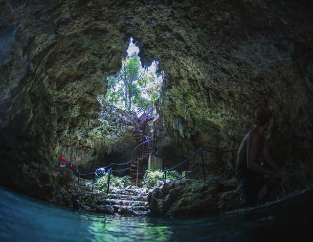 Grotte sous marine ouverte  en République Dominicaine