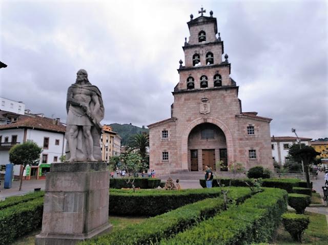 Estatua de Don Rodrigo en Cangas de Onís