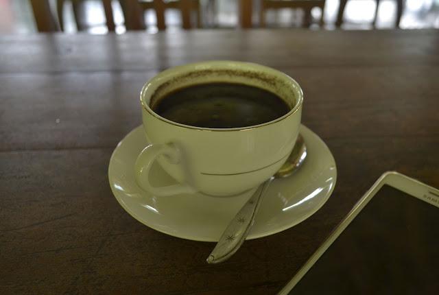 Mendoan dan kopi hitam resto Mercusii