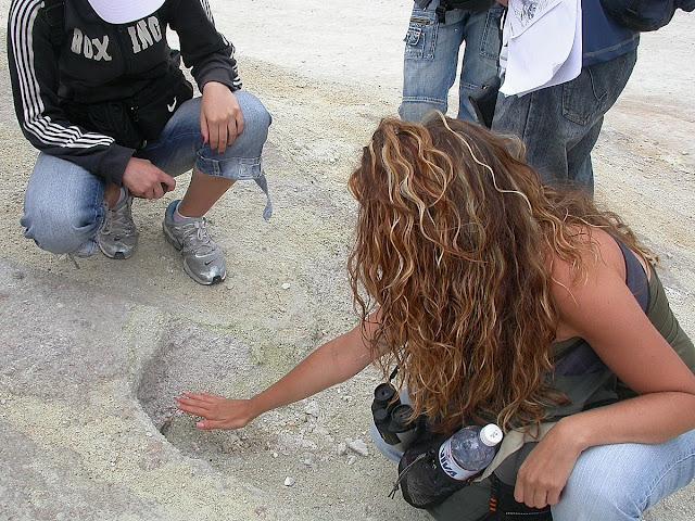 de mini bouches permettent d'apprécier la chaleur produite par cette activité volcanique