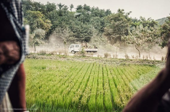 Para tentara Korea Utara dalam perjalanan.